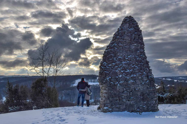 Steinpyramide oberhalb von Auendorf