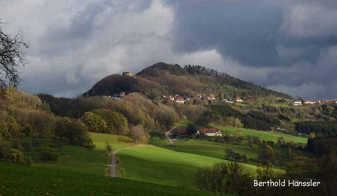 Hohenrechberg mit Ruine und Kirchberg