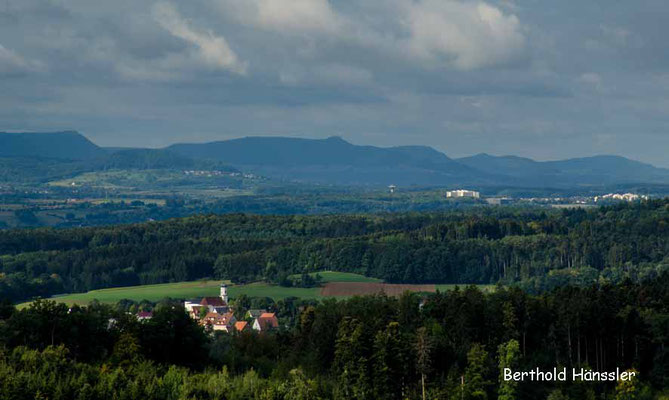 Blick von rechberg über Ottenbach zur Schwäbischen Alb