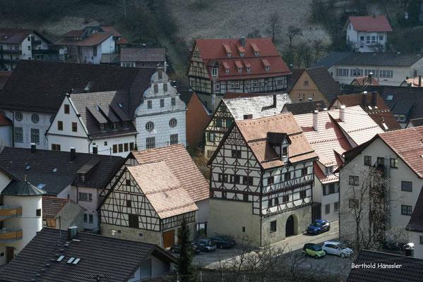 Einige Fachwerkbauten schmücken den Ortskern von Wiesensteig