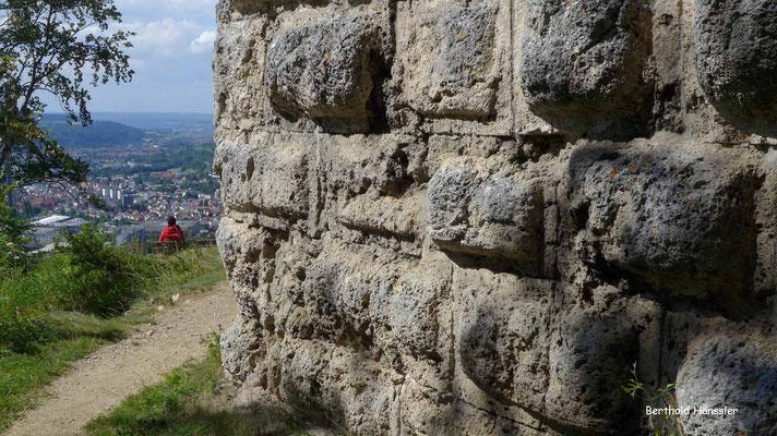 Markante Quadersteine prägen den Ödenturm hoch über Geislingen