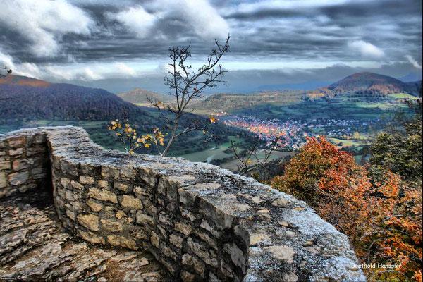 Blick von der Ruime Reußenstein ins Neidlinger Tal