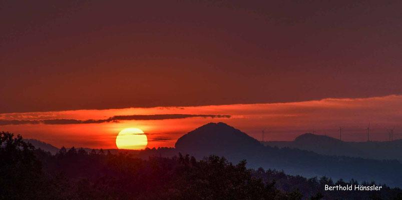 September 2020, Sonnenaufgang vom Aussichtspunkt in Diegelsberg, mit Hohenstaufen