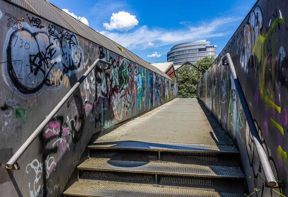 Bahnsteg beim Christhopsbad mit Blick zum neuen Schulertower