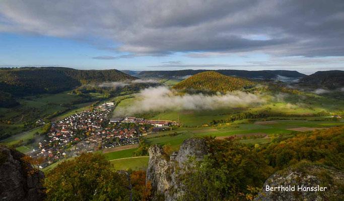 Oktober 2020 - Blick vom Hausener Felsen Richtung Weigoldberg