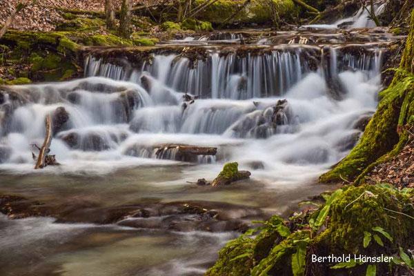 Am Brühlbach auf dem Weg zum Uracher Wasserfall