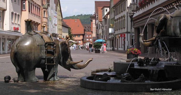 Forellenbrunnen in der Geislinger Fußgängerzone