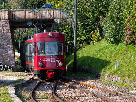 Oktober 2020, Südtirol, Schmalspurbahn auf dem Ritten
