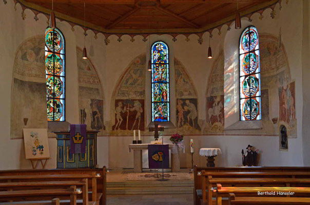 Wandmalereien schmücken die Martinskirche in Gruibingen