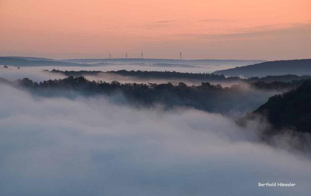 Blick auf das Nebelmeer im Oberen Filstal in der Nähe von Türkheim