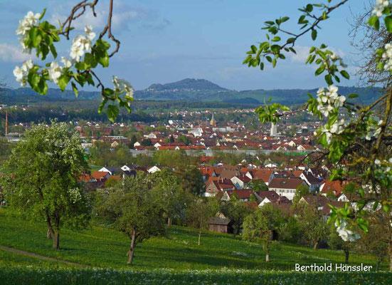 Blick über Eislingen zum Hohenrechberg