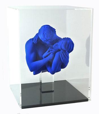 Kiss - Résine sous plexi  H 40 X 30 X 30 cm