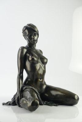 Yulia  -  Bronze  H 38 X 31 X 26 cm