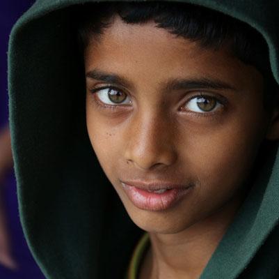 Jeune homme à Rishikesh - photo 60 X 60 cm