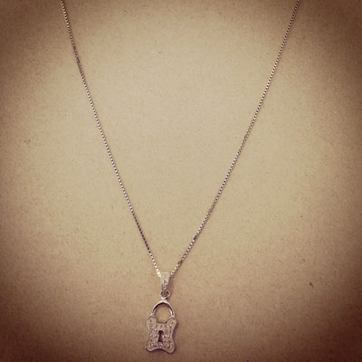 Collana argento con charms lucchetto zirconi
