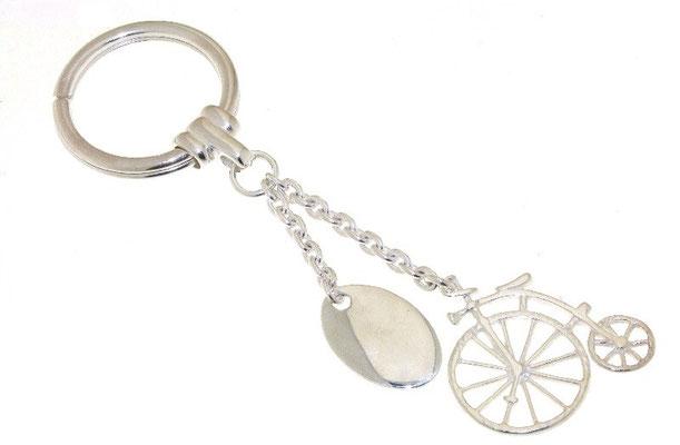 Portachiavi argento con targhetta e charms