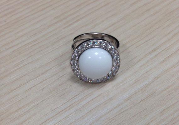 Anello in argento con zirconi e agata bianca