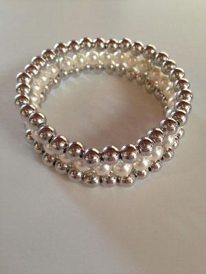 Bracciale elastico con palline in argento e perle