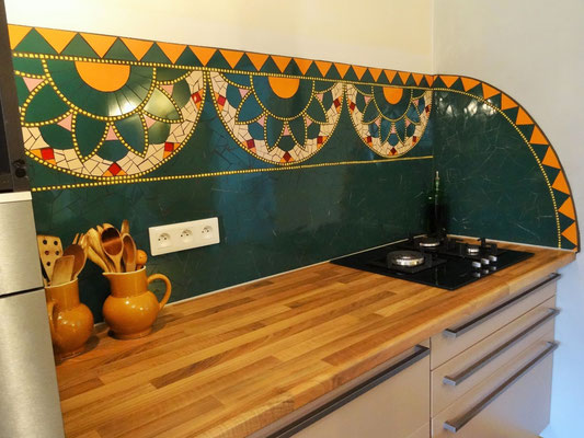 cuisine originale atypique, crédence en mosaïque