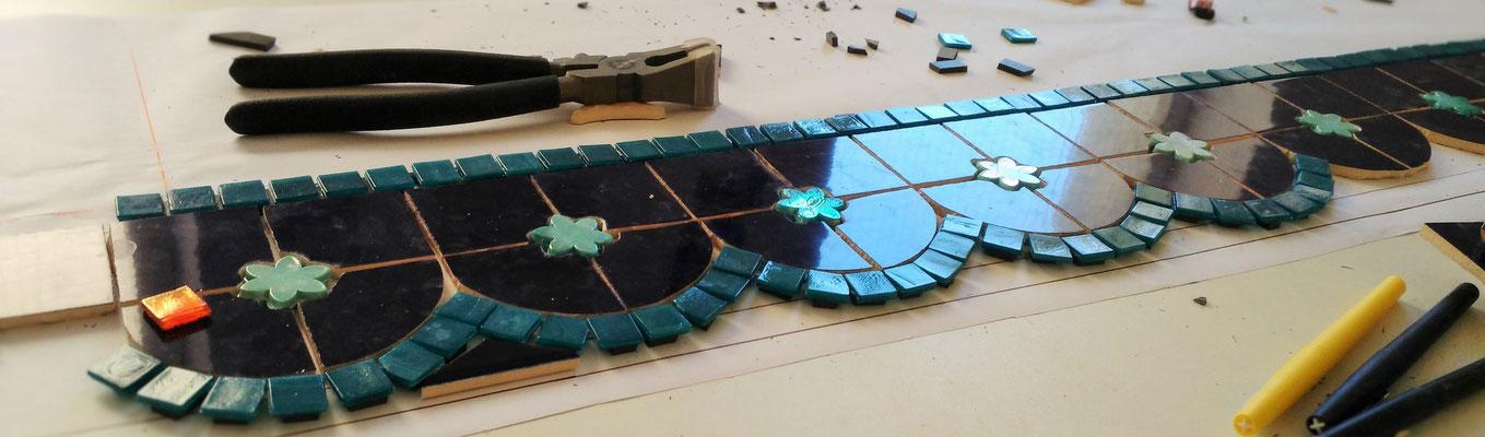 Création personnalisée intégrée à l'architecture en mosaïque contemporaine