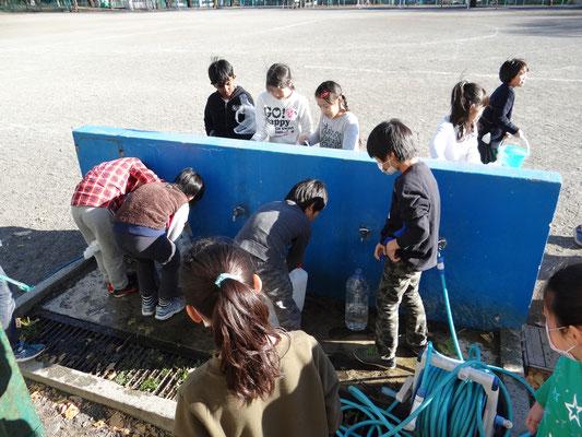 災害時水を運ぶ体験