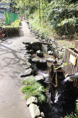 浄念寺川せせらぎ緑道の水車