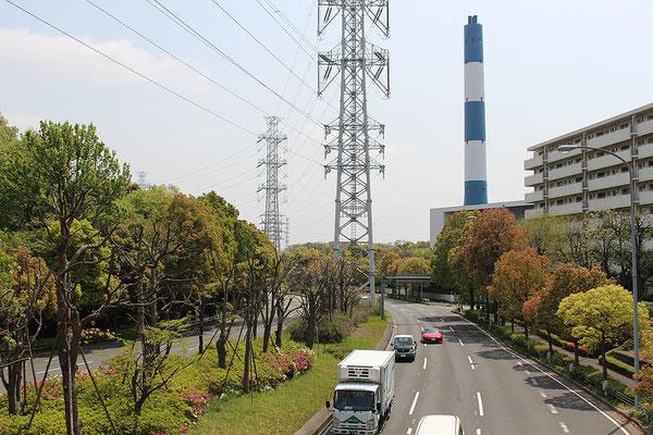 片側3車線の新横浜元石川線