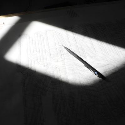 Entwerfen der handgemalten Beschriftung für die Holz-Tafel 'Hakuna Matata'