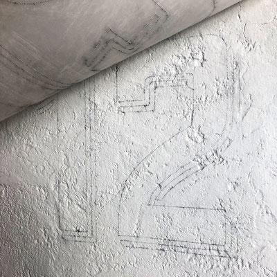 Durchpausen der Zeichnung für das anschliessende Aufmalen der Hausnummer.