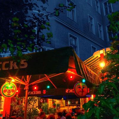 Biergarten bei Nacht