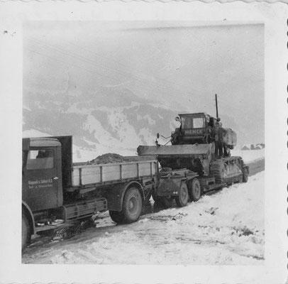 Transport der MENCK Schürfkübelraupe, ca. 1963