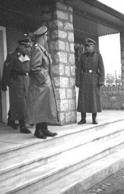 Heinrich Himmler en el burdel en el campo de concentración nazi alemán de Mauthausen, en octubre de 1941. Daily Mail