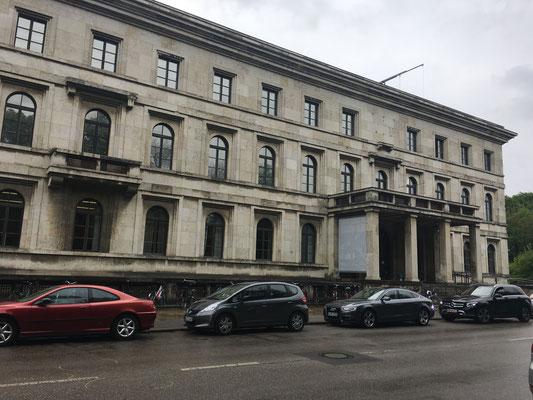 Edificio llamado entonces Führerbau y que en la actualidad alberga la Escuela Superior de Música y Teatro de Múnich.