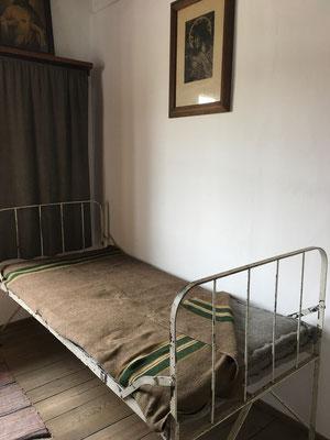 Habitación del padre Maximiliano María Kolbe en Niepokalanów en la actualidad, aquí fue arrestado hasta en dos ocasiones.
