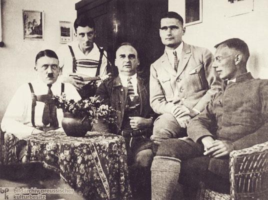 Adolf Hitler, Emil Maurice, Hermann Kriebel, Rudolf Hess y Friedrich Weber en la prisión de Landsberg, Unknow, Bildarchiv Preussischer Kulturbesitz.