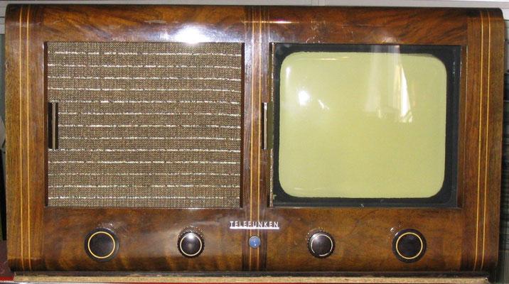 Deutschen-Einheits-Fernseh-Empfänger E1, también llamado Volksfernseher (televisión del pueblo).
