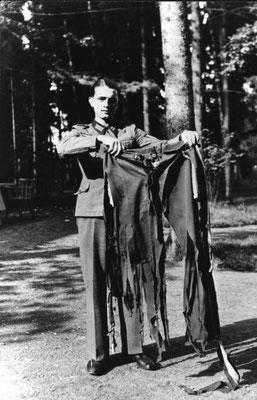 Pantalones de Adolf Hitler después del atentado, Bundesarchiv, Bild 146-1972-025-64/CC-BY-SA 3.0.