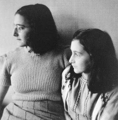 El 28 de octubre de 1944, un transporte de 1.308 prisioneras judías salió de Auschwitz II-Birkenau hacia Bergen-Belsen. Probablemente entre ellas estaban las hermanas Ana y Margot Frank. Museo Memorial Auschwitz-Birkenau
