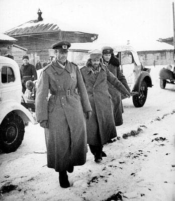 Friedrich Paulus se rinde a los rusos soviéticos en Stalingrado el 31 de enero de 1943, sólo un día después de su ascenso a Generalfeldmarschall. WWII Pictures
