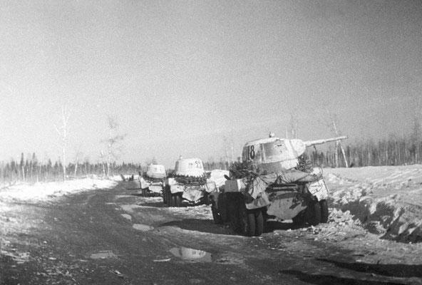Vehículos blindados pesados BA-10M ruso soviéticos, Frente de Leningrado, 1ene1942, RIA Novosti archive, #600582/A. Brodsky/CC-BY-SA 3.0.