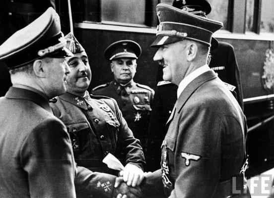 Francisco Franco se reúne con Adolf Hitler en la ciudad de Hendaya. Adolf Hitler quería que España se uniese al Eje y ayudase a atacar a Gran Bretaña. WWII Pictures