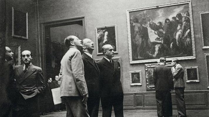 Heinrich Himmler en el Museo del Prado en Madrid.