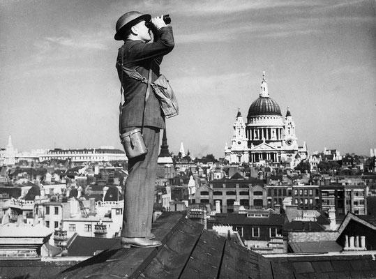 Observador aéreo en los tejados de Londres.