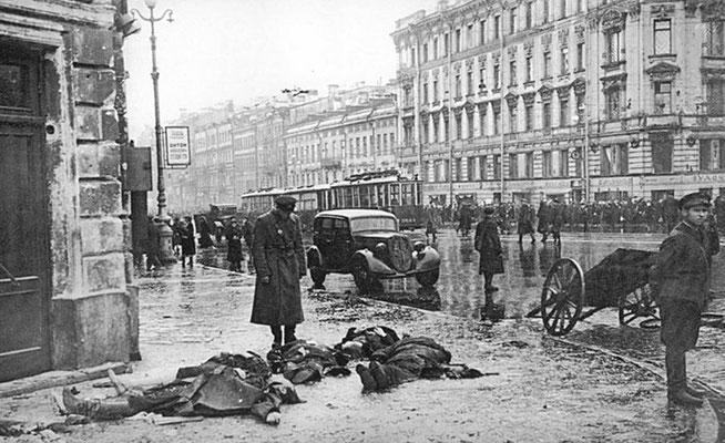 Las bajas ruso soviéticas durante el Sitio de Leningrado fueron más grandes que la suma de las bajas estadounidenses y de las británicas durante toda la Segunda Guerra Mundial. Se arrestaron a más de 2.100 caníbales durante el Sitio. WWII Pictures