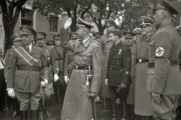 Heinrich Himmler en Irún a su llegada a España. Agustina Zugasti Kutxa Fototeka (Kutxa Photograph Library)