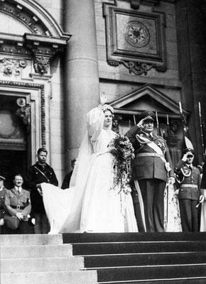 Boda de Hermann Göring con Emmy, en la misma puerta Adolf Hitler, entrada principal de la Catedral de Berlín (1935), Bundesarchiv, B 145 Bild-F051618-0010 / Schaack, Lothar / CC-BY-SA 3.0