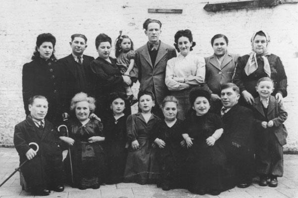 La familia Ovitz en Bélgica, 1949. United States Holocaust Memorial Museum