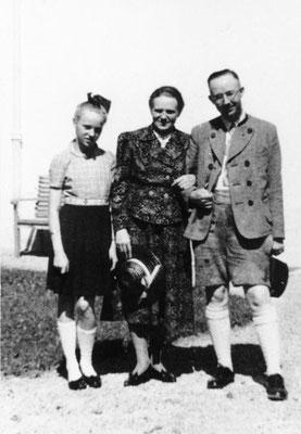 Heinrich Himmler con su esposa Margarete y su hija Gudrun. Bundesarchiv, Bild 146-1969-056-55/CC-BY-SA 3.0.