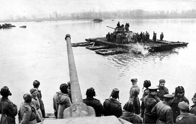 El 29 de octubre de 1944, comenzaba la ofensiva ruso soviética y rumana contra Budapest, la cual duraría 108 días, hasta su caída. WWII Pictures
