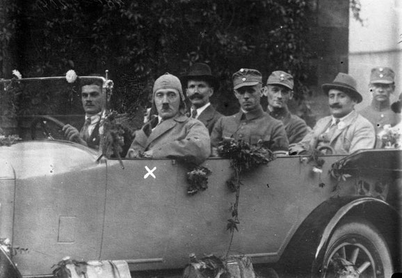 Adolf Hitler haciendo propaganda, 1923. Bundesarchiv, Bild 102-00204/CC-BY-SA 3.0.